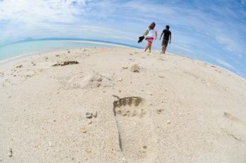青い海、広がる砂浜