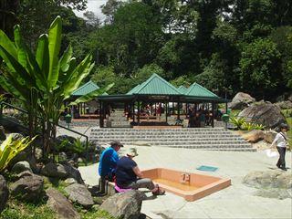 人気の観光地ポーリン温泉